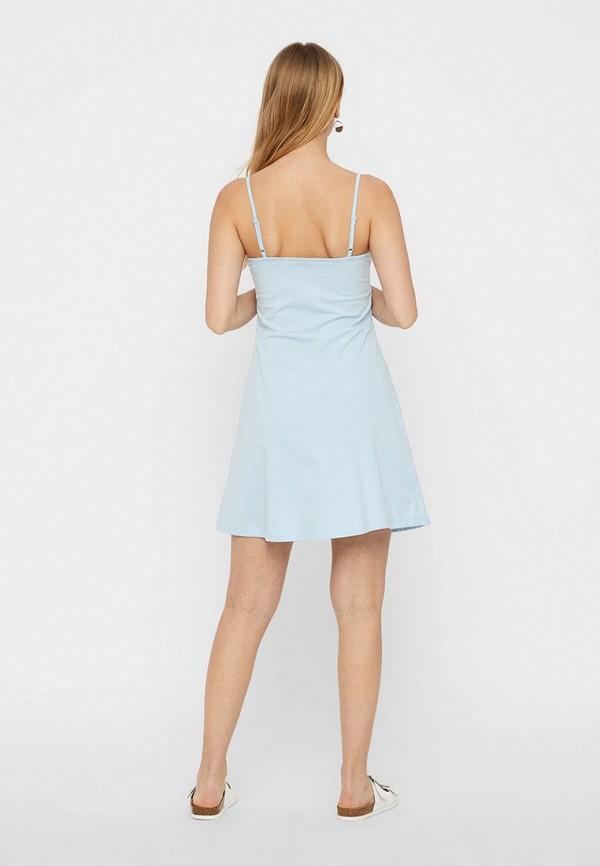 Фото 3 - женское платье Vero Moda голубого цвета