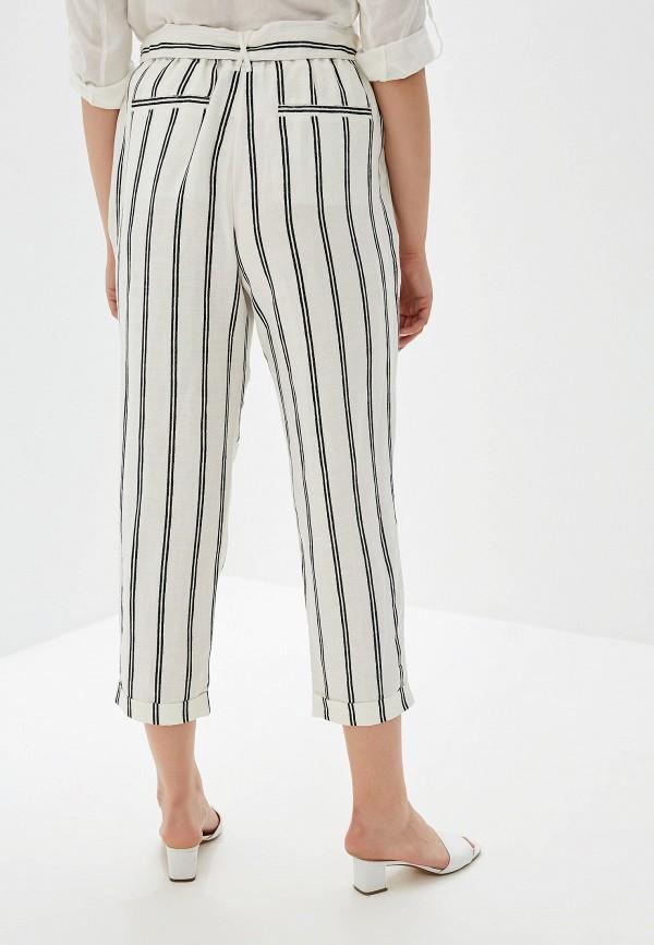 Фото 3 - женские брюки Violeta by Mango белого цвета