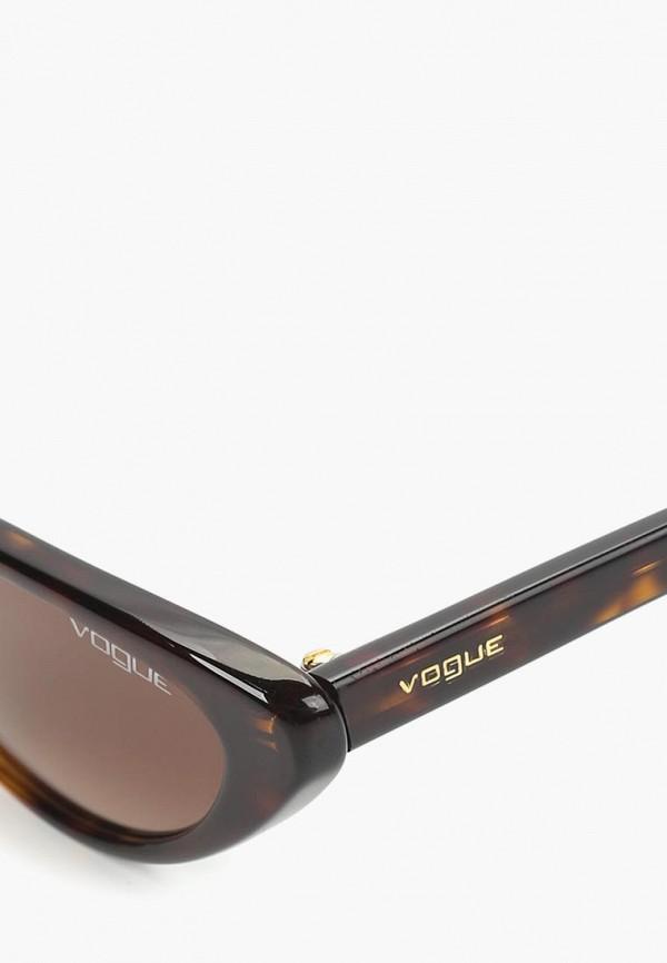 Фото 6 - Очки солнцезащитные Vogue® Eyewear коричневого цвета