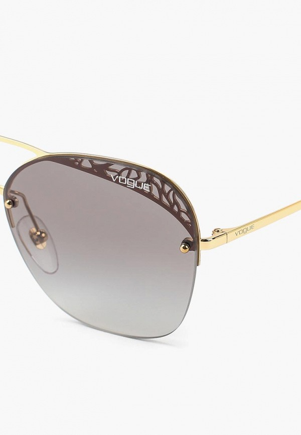 Фото 2 - Очки солнцезащитные Vogue® Eyewear золотого цвета