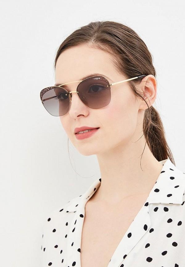 Фото 3 - Очки солнцезащитные Vogue® Eyewear золотого цвета