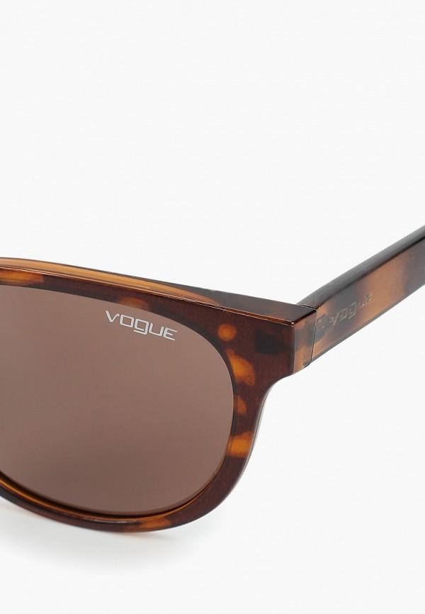 Фото 2 - Очки солнцезащитные Vogue® Eyewear коричневого цвета