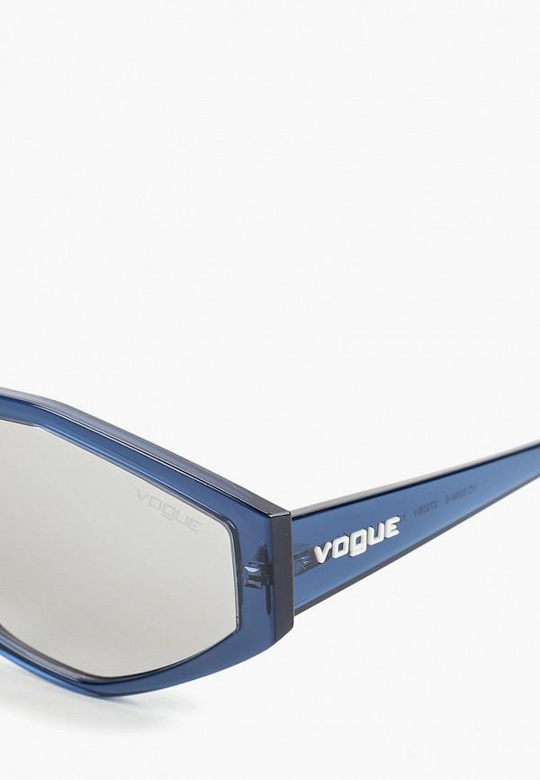 Фото 2 - Очки солнцезащитные Vogue® Eyewear голубого цвета