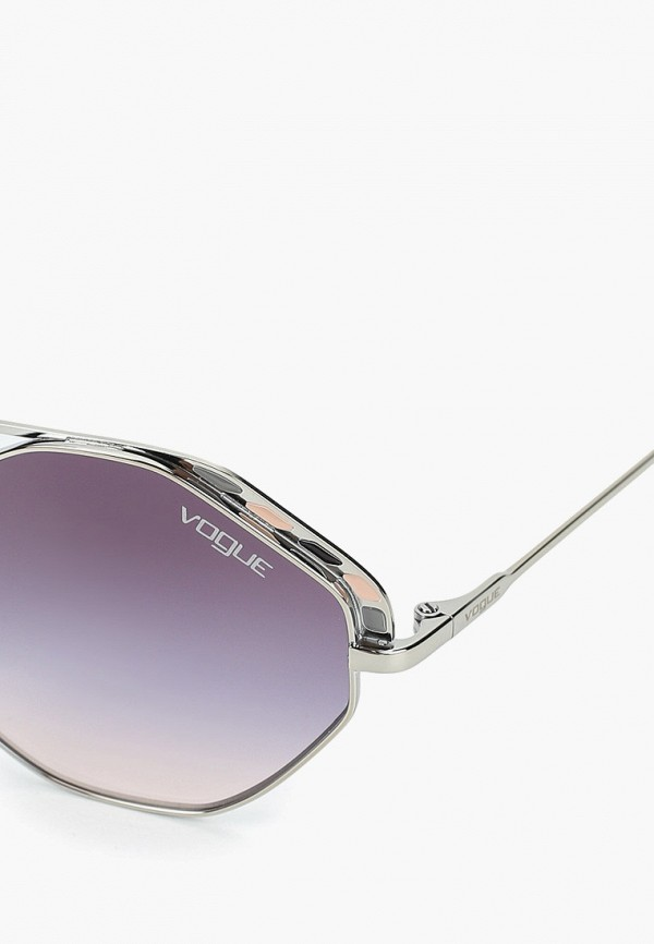 Фото 2 - Очки солнцезащитные Vogue® Eyewear серебрянного цвета