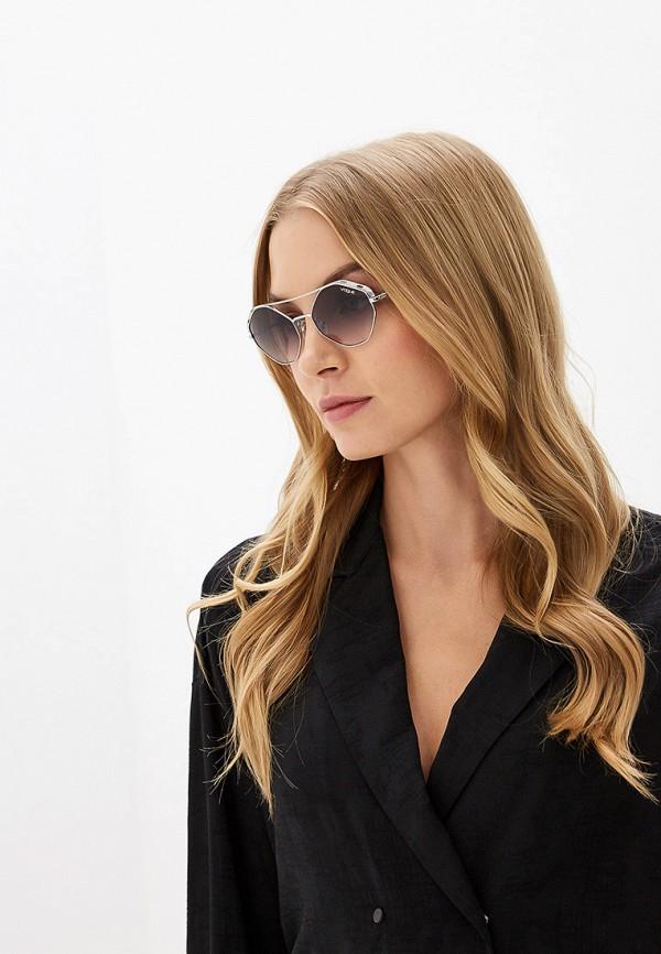 Фото 4 - Очки солнцезащитные Vogue® Eyewear серебрянного цвета