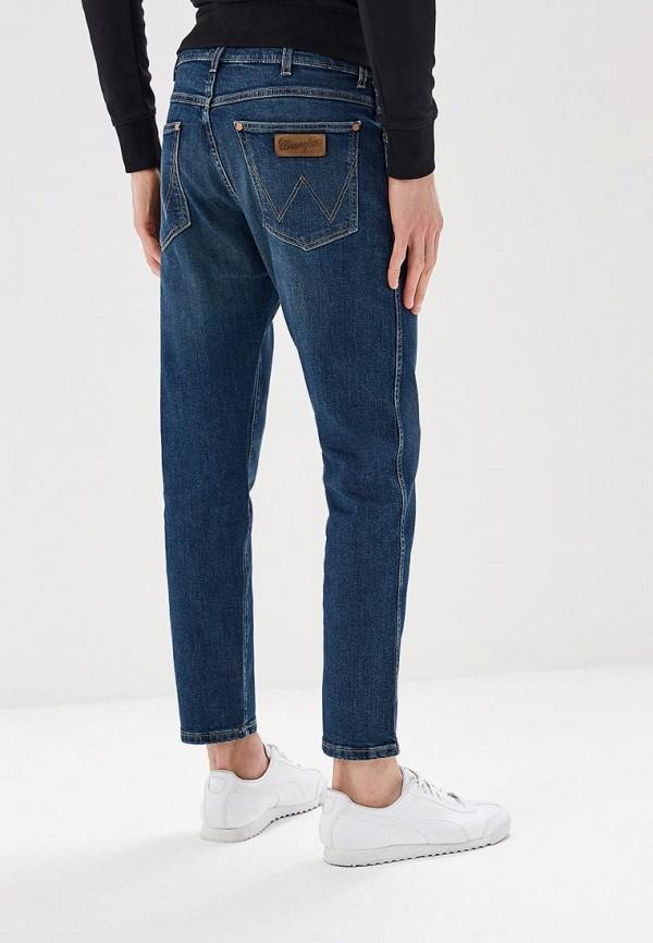 Фото 3 - мужские джинсы Wrangler синего цвета