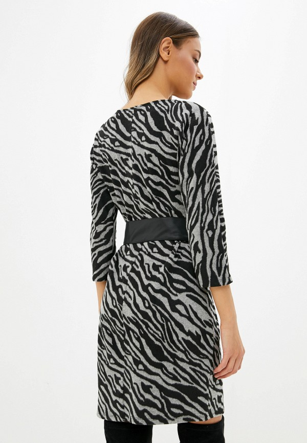 Фото 3 - женское вязаное платье Zarina серого цвета