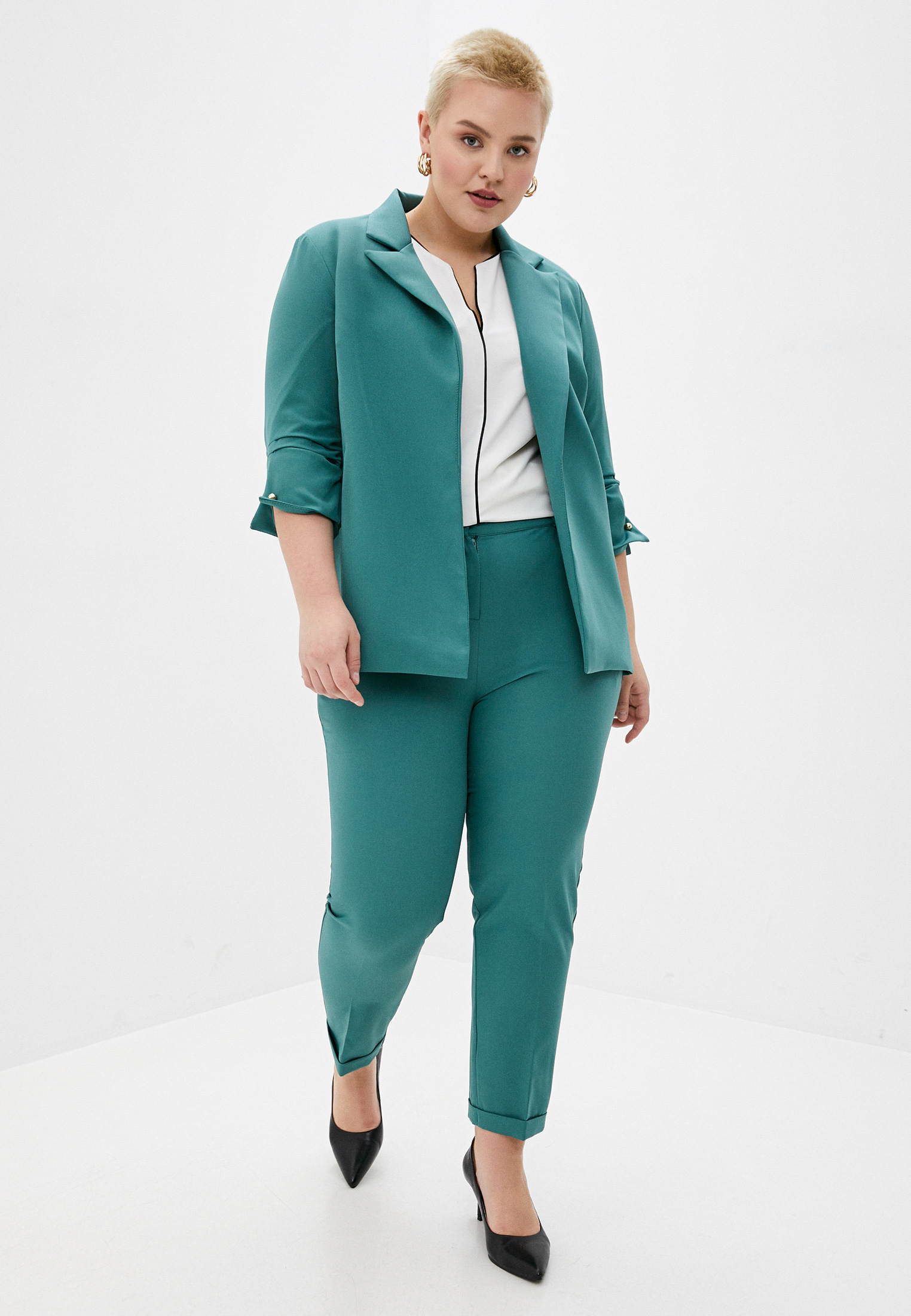 Костюм с брюками Chic de Femme CHOT2031