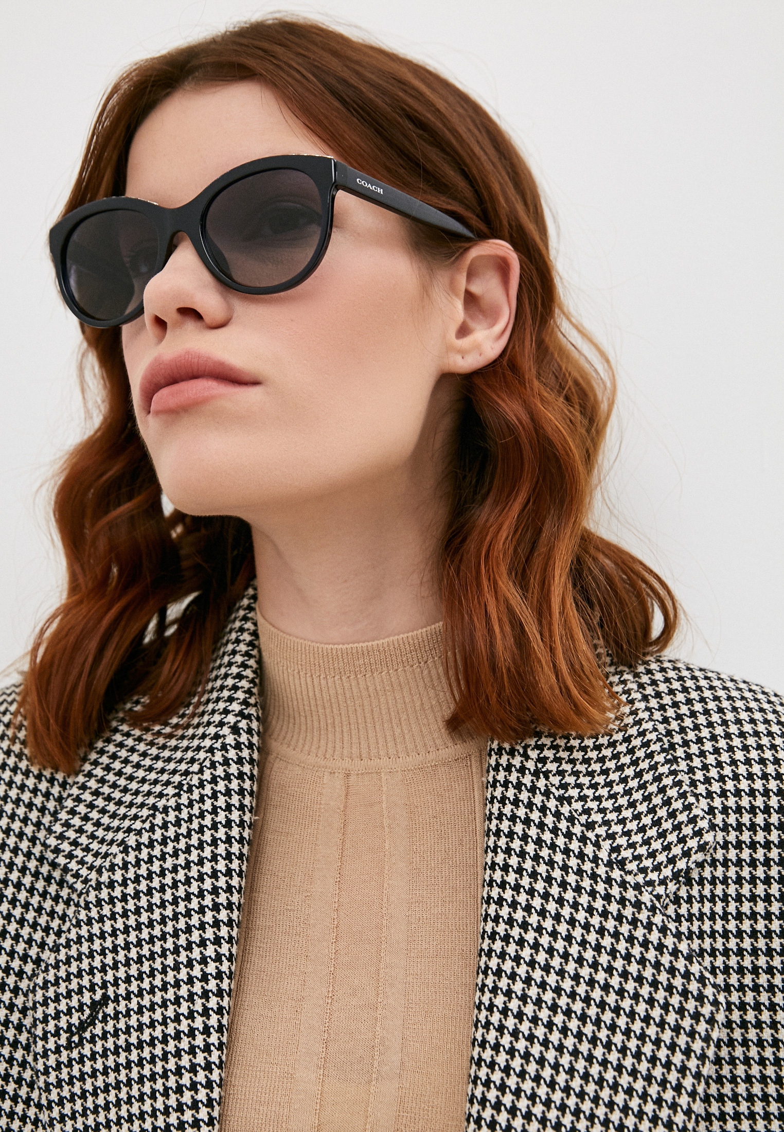 Женские солнцезащитные очки Coach 0HC8297U: изображение 6