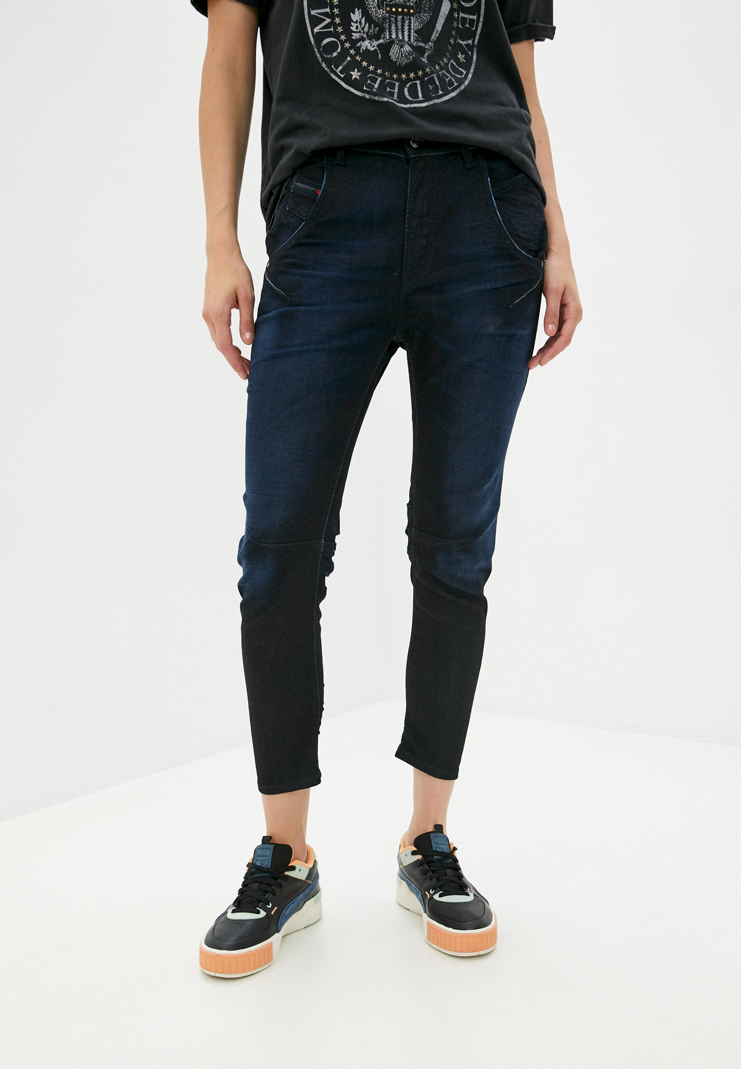 Зауженные джинсы Diesel (Дизель) 00CYQV0678P