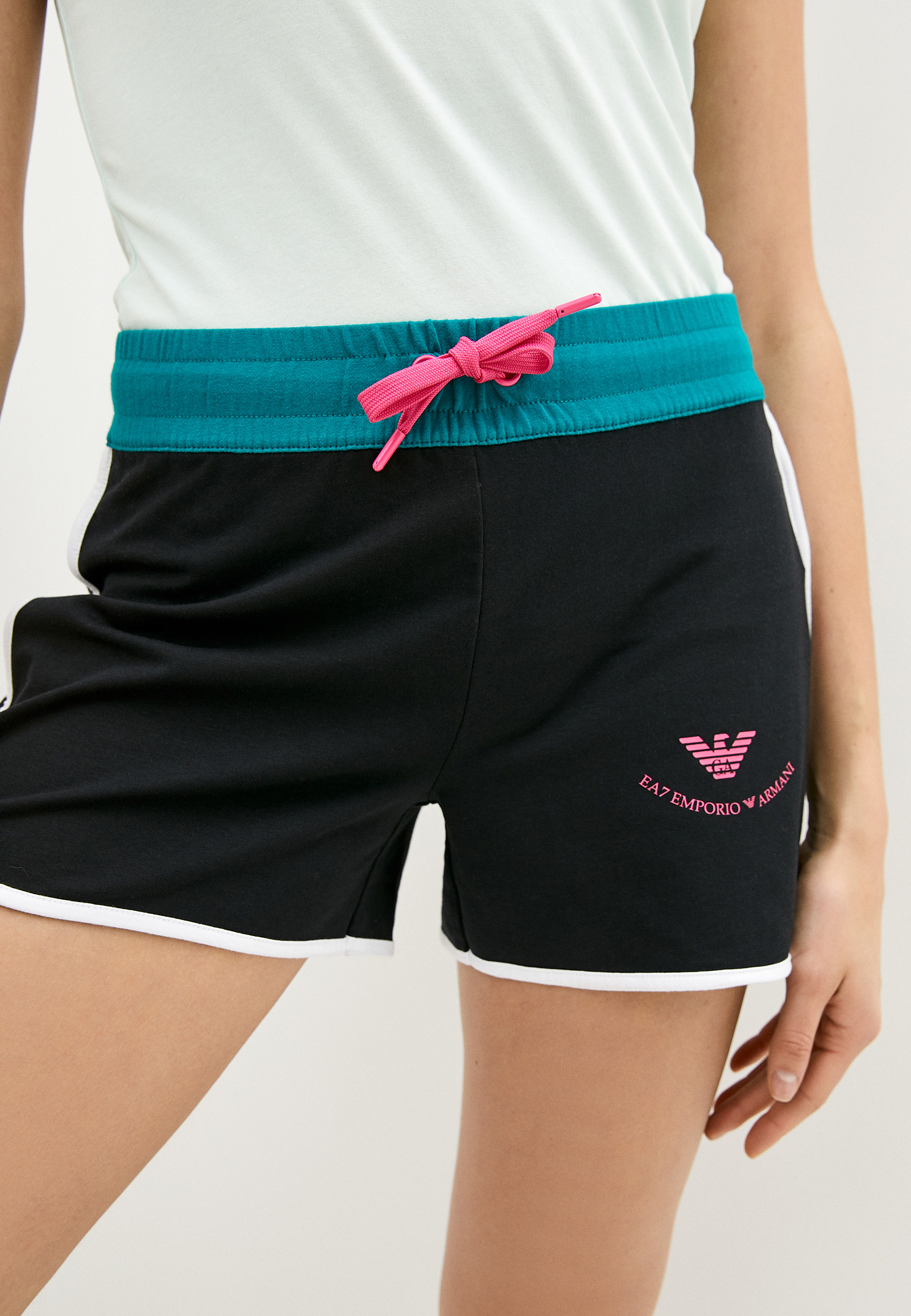 картинки спортивные шорты женские варан навешивает