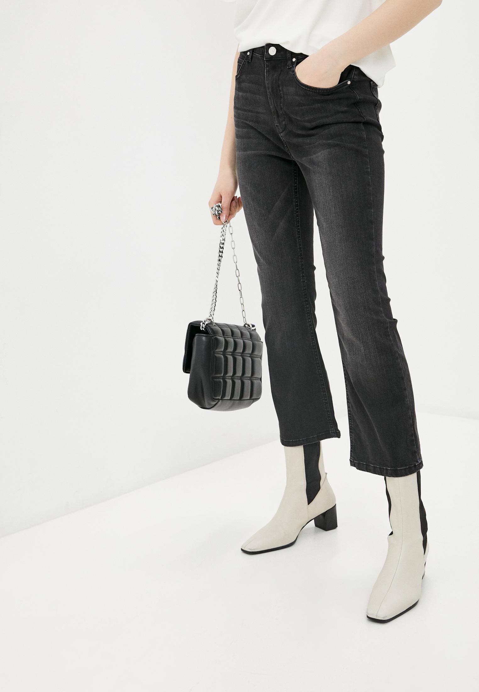 Широкие и расклешенные джинсы Silvian Heach SHP19115JE
