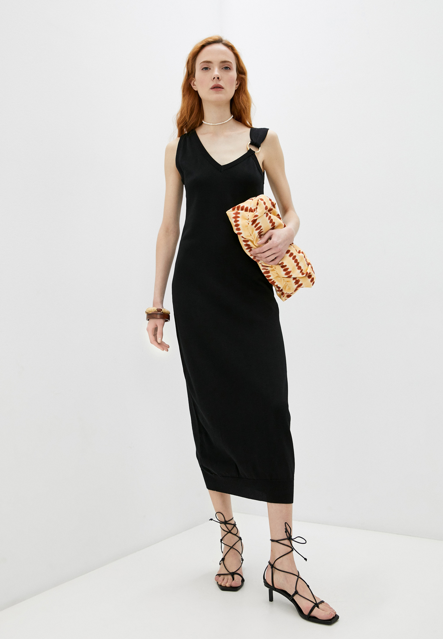 Вязаное платье Boutique Moschino A04800800