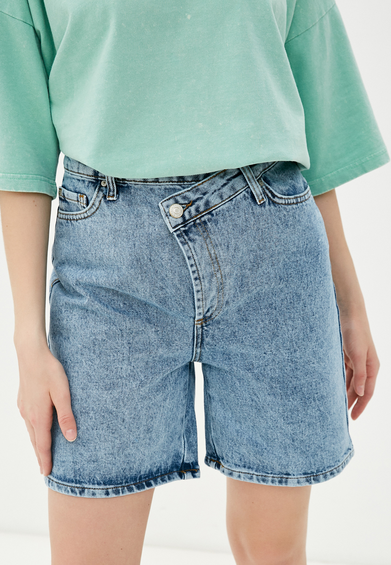 Женские джинсовые шорты Trendyol TWOSS21SR0436