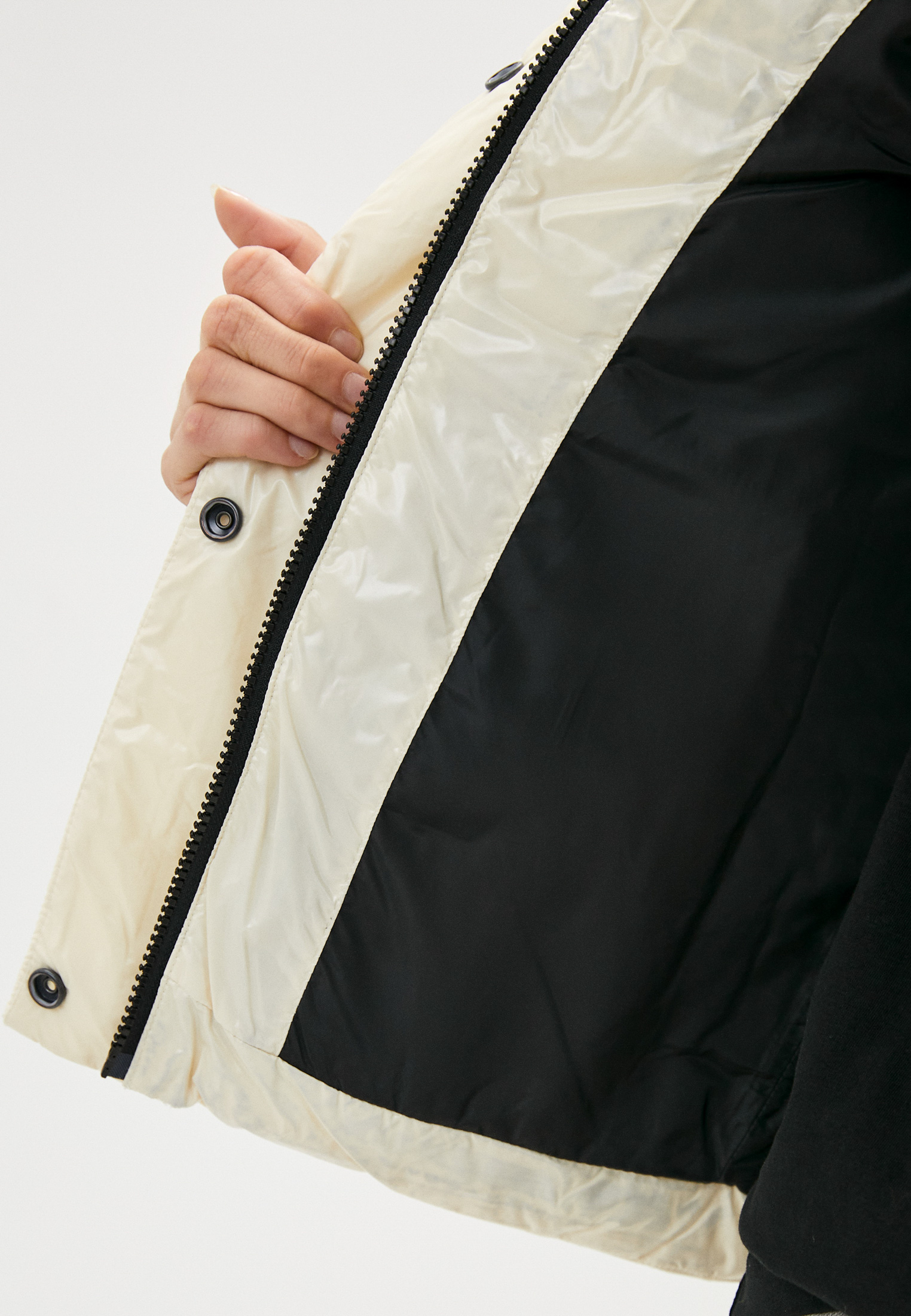 Утепленная куртка Calvin Klein Jeans J20J216260: изображение 4