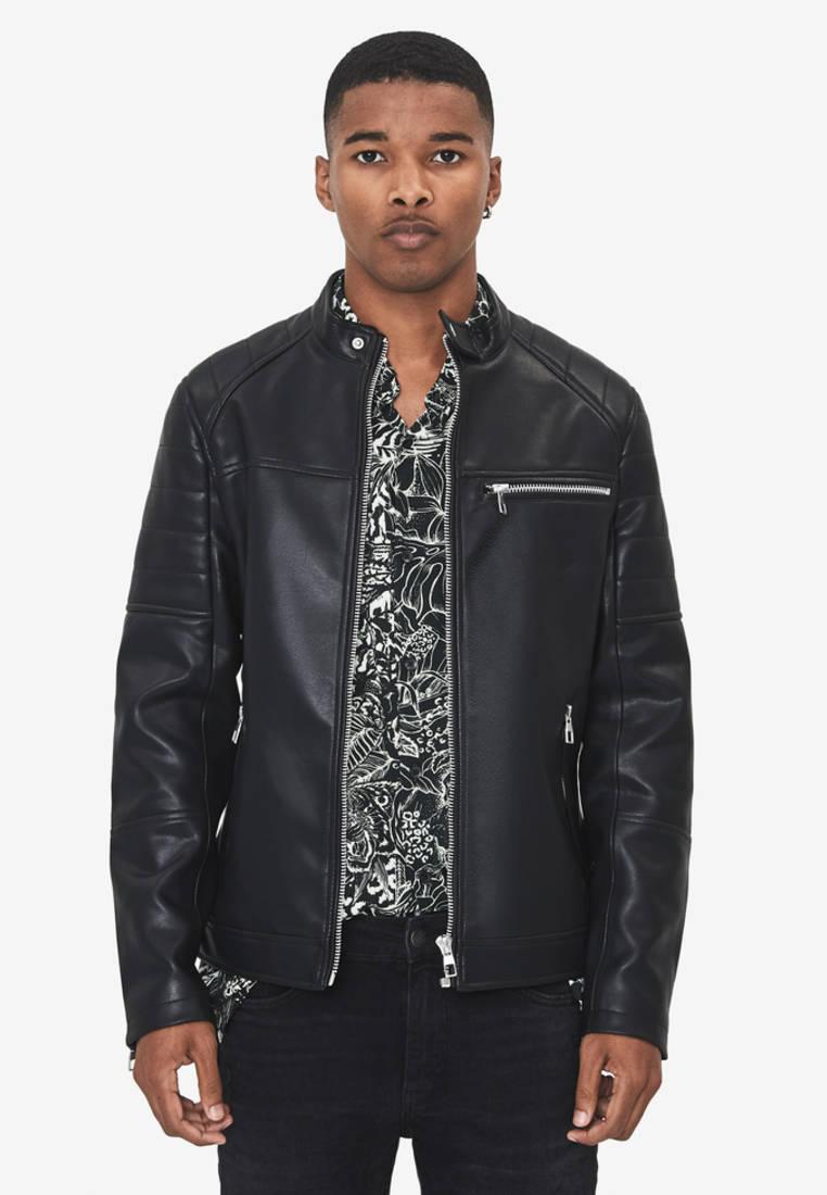 Куртка кожаная, Bershka, цвет: черный. Артикул: IX001XM003X7. Одежда / Верхняя одежда / Кожаные куртки