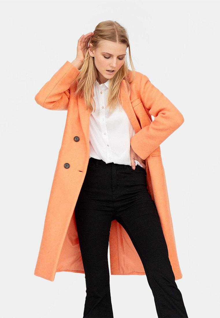 b2f89e0160f Пальто Stradivarius купить за 1 999 руб IX001XW0054N в интернет ...