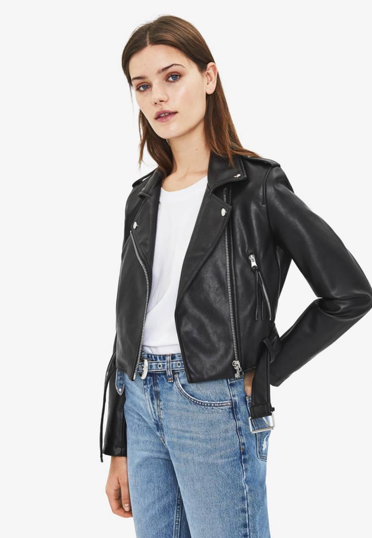 Куртка кожаная, Bershka, цвет: черный. Артикул: IX001XW00AO5. Одежда / Верхняя одежда / Косухи