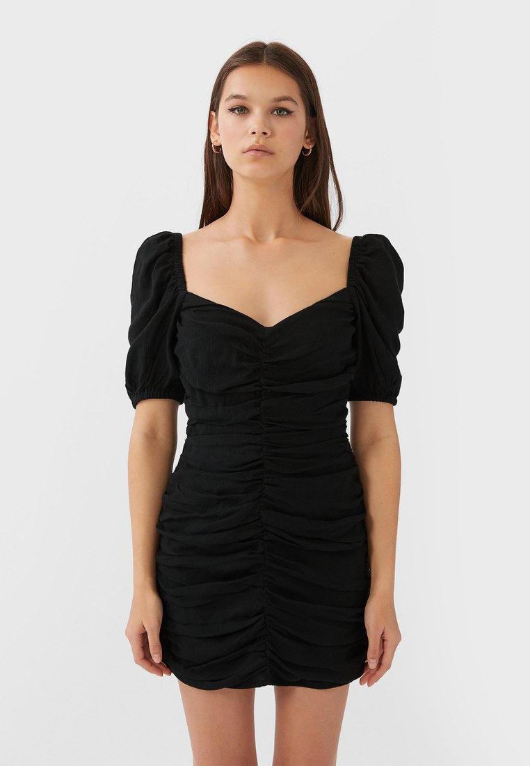 Платье Stradivarius  за 2 599 ₽. в интернет-магазине Lamoda.ru