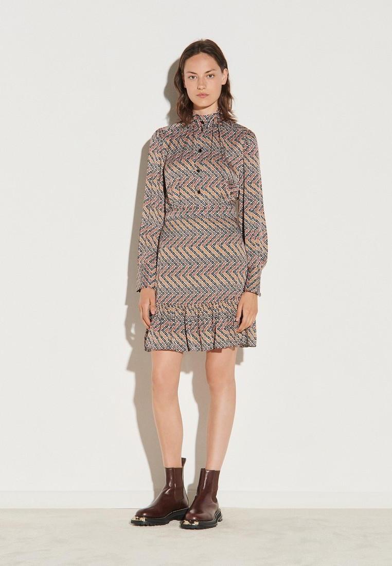Платье Sandro за 34 900 ₽. в интернет-магазине Lamoda.ru
