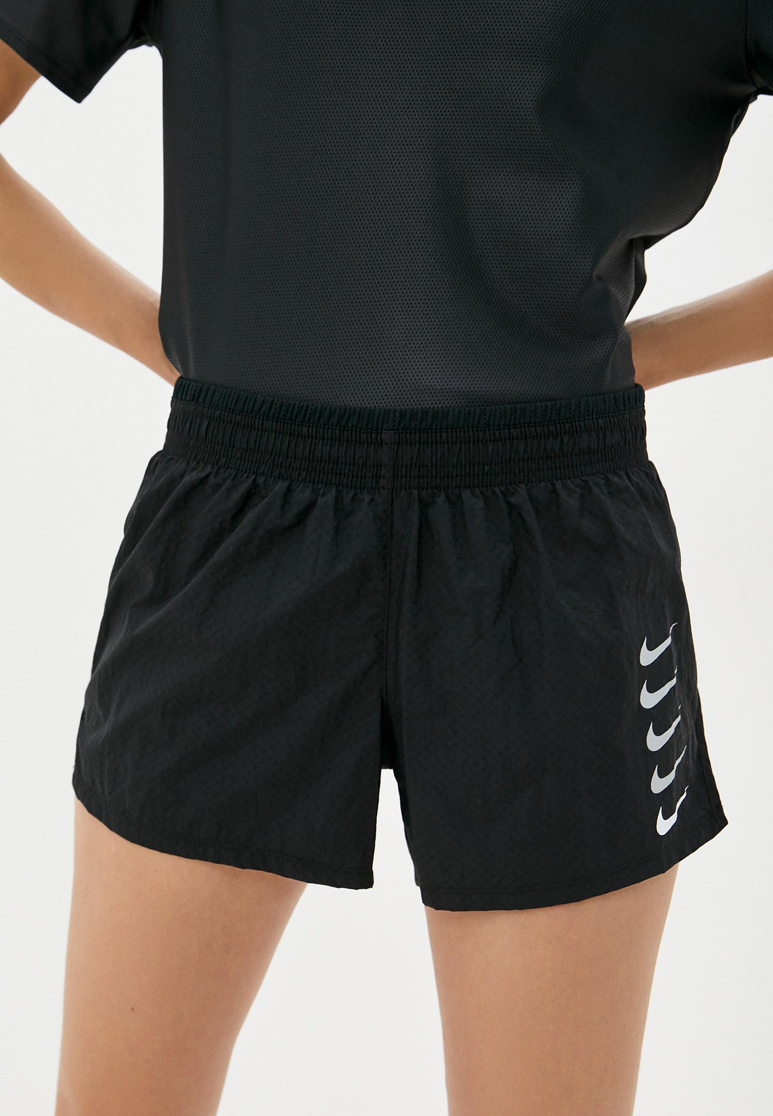Шорты спортивные Nike W NK SWOOSH RUN SHORT за 1 399 ₽. в интернет-магазине Lamoda.ru